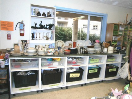 everyday dishes, cutlery, baking pans, kitchen utensils, bar supplies and puzzles